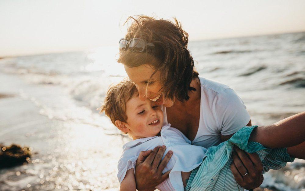 産後、卒乳・断乳後におっぱいが垂れる!しぼむ!その原因とバストアップの方法。